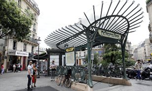 Knifeman attacks French soldier in Paris, yells ISIS slogans